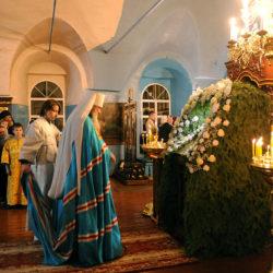 В субботу перед Рождеством Христовым митрополит Вятский и Слободской Марк возглавил всенощное бдение в храме Рождества Пресвятой Богородицы пгт Нижнеивкино