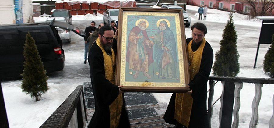 Торжественная встреча иконы преподобных отцов Серафима Саровского и Гавриила Самтаврийского