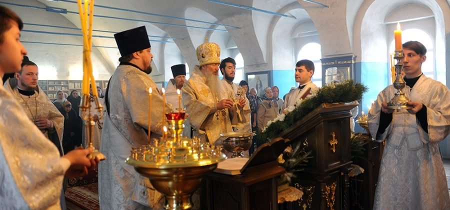 В Крещенский сочельник митрополит Вятский и Слободской Марк совершил Литургию